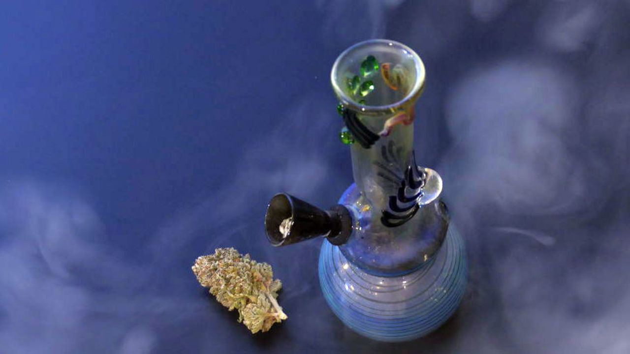 How Does a Bong Work and How to Use It (Stoned Science)